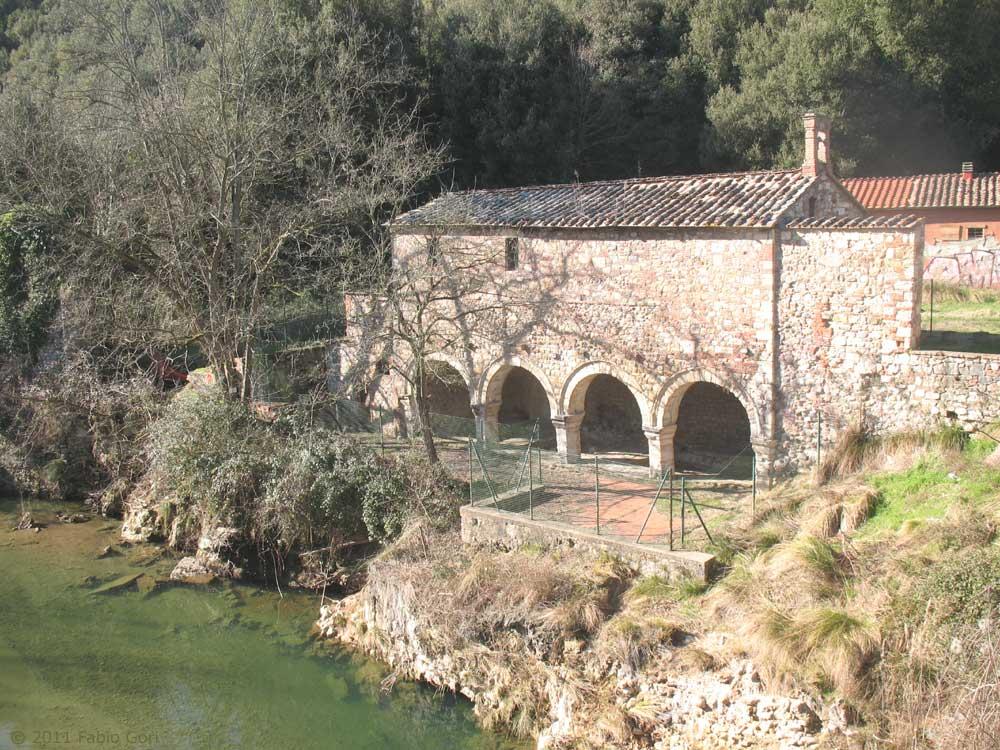 terme di petriolo siena le antiche terme e la soprastante chiesetta entrambe di origine medievale e pericolanti