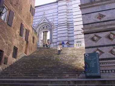 Duomo di Siena, scalinata di Santa Caterina